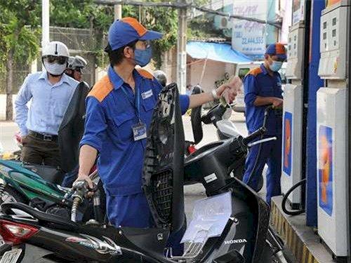 Nên yêu cầu nhân viên bán xăng về 0 trước khi đổ