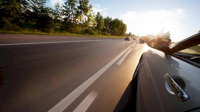 Bất kể đường thẳng hay đường cua, tài xế phải quan sát kỹ xe ở làn ngược lại, tính toán khoảng cách chính xác nhất có thể