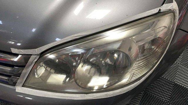 Cách xử lý đèn ô tô bị ố vàng không cần đến gara?