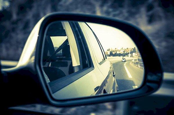Chỉnh gương chiếu hậu giúp lái xe có tầm quan sát phía sau hợp lý hơn ở mỗi trường hợp
