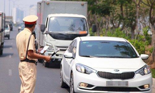Tài xế bị phạt tối đa 6 triệu khi lái xe thiếu giấy tờ