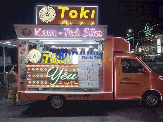 Xe tải bán hàng lưu động bán trà sữa