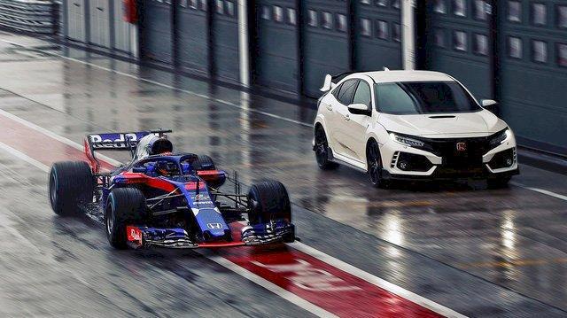 Hình ảnh xe đua sử dụng động cơ xăng