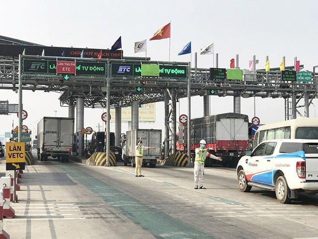 Nhận diện 5 lỗi tài xế ô tô cần tránh khi qua trạm thu phí