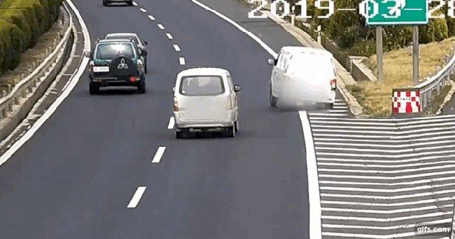 chuyển hướng đột ngột khi dừng đỗ ô tô