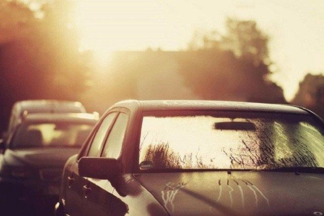 Đậu ô tô dưới trời nắng