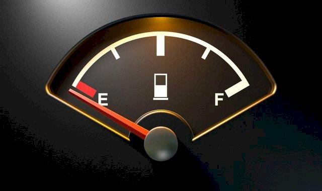 tắt điều hòa trước khi xe hết xăng