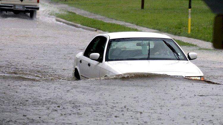 Tắt điều hòa khi vào khu vực ngập nước