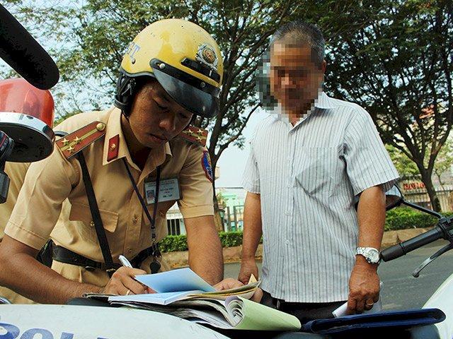 Băn khoăn về đề xuất chia giấy phép lái xe thành 17 hạng