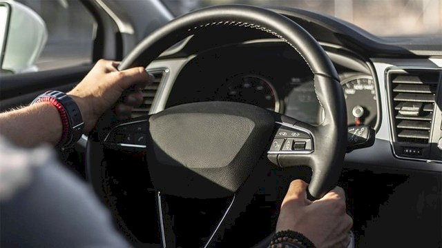 Nguyên nhân vô-lăng bị nặng, sượng hay trả lái chậm và cách khắc phục