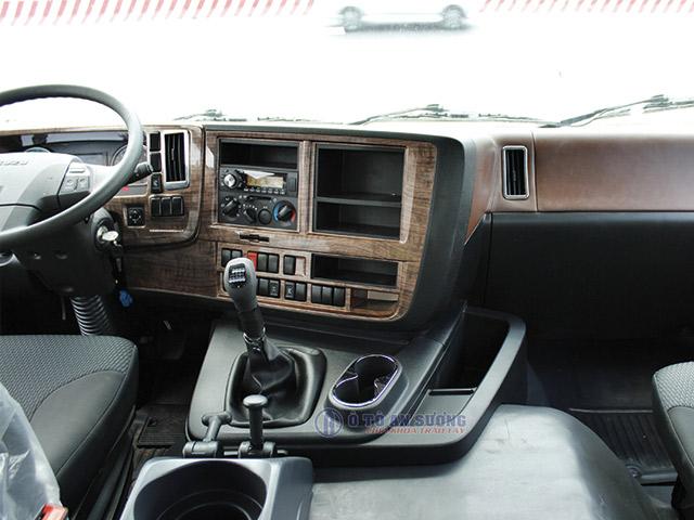 Nội thất xe đầu kéo Isuzu Giga 420HP
